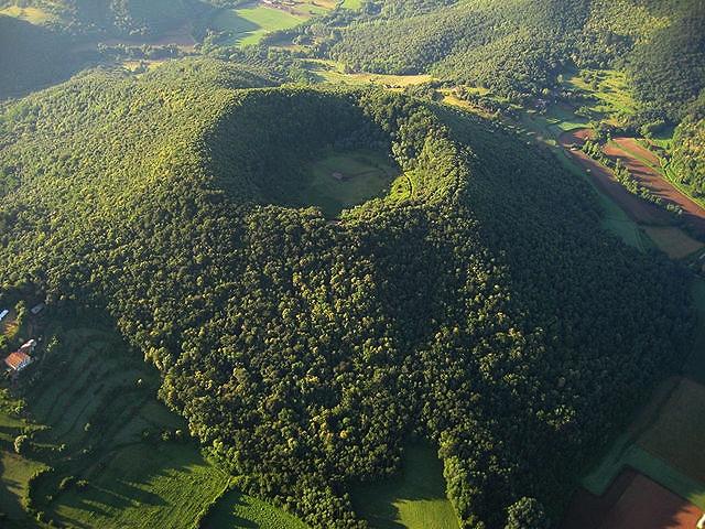 Volcà de Can Tià, Fontpobra, Castell de Colltort